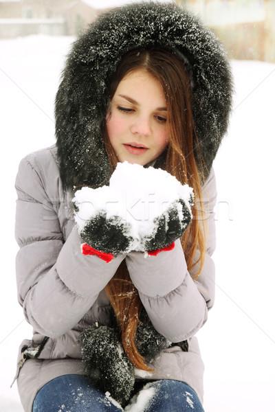 Meisje sneeuw jonge vrouw bos vrouw Stockfoto © mallivan
