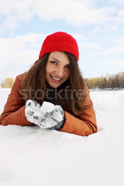 Sneeuw vrouw handen hand gezicht natuur Stockfoto © mallivan