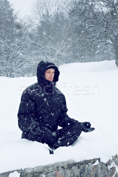Man lotus positie jonge man sneeuw lichaam Stockfoto © mallivan