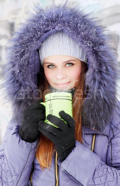 Vrouw beker jonge vrouw warme drank voedsel gezicht Stockfoto © mallivan