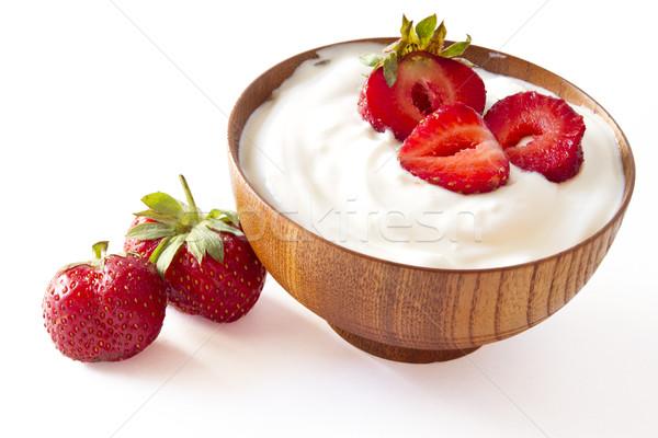 Aardbei yoghurt houten kom voedsel vruchten Stockfoto © manaemedia