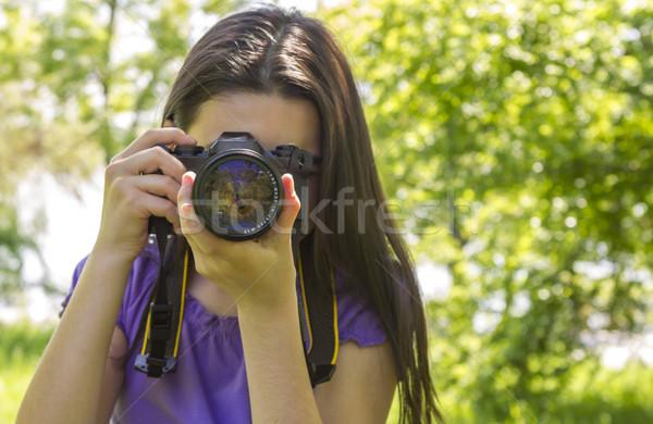 Jong meisje foto's zomer groene park Stockfoto © manaemedia