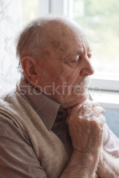 Portret oude man denken man ouderen persoon Stockfoto © manaemedia