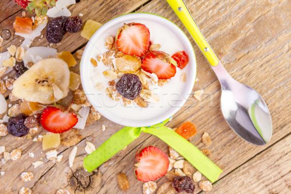 ヨーグルト コーンフレーク ミューズリー 新鮮な イチゴ バナナ ストックフォト © manaemedia