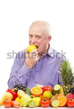 Homem maduro suco em pé frutas legumes isolado Foto stock © manaemedia