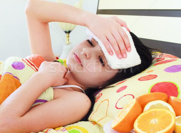 Ziek jong meisje bed vrouw meisje medische Stockfoto © manaemedia