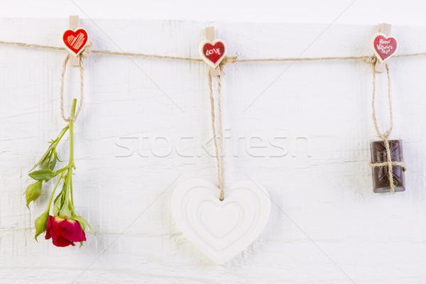 Rood rose witte vorm hart chocolade houten Stockfoto © manaemedia