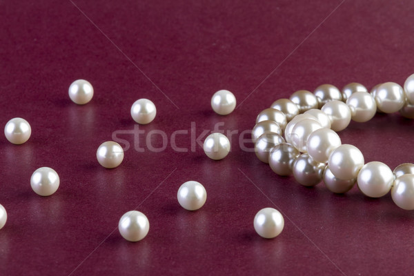 Zilver witte parels ketting donkere Rood Stockfoto © manaemedia