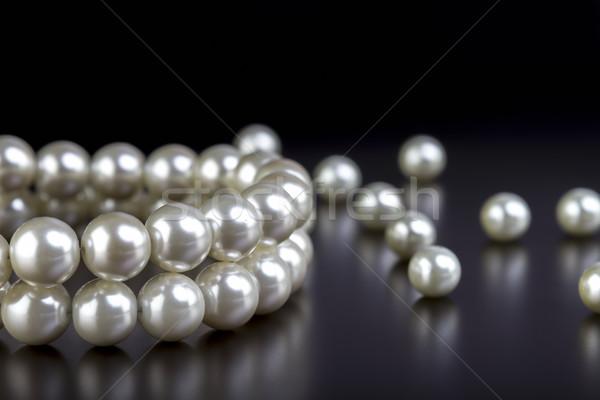 Biały pereł naszyjnik czarno białe czarny kobiet Zdjęcia stock © manaemedia