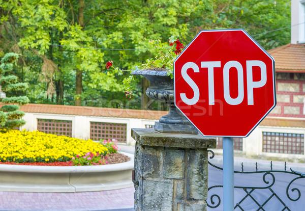 Stopteken bos hek weg straat Stockfoto © manaemedia