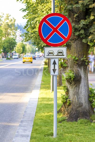 ストックフォト: 警告 · にログイン · ツリー · 車 · 市