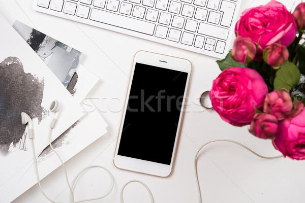 Bilgisayar klavye pembe çiçekler beyaz modern Stok fotoğraf © manera