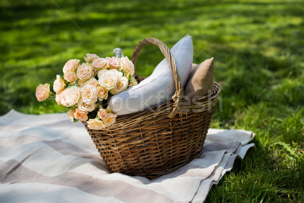 Stock fotó: Tavasz · piknik · park · fonott · kosár · virágok
