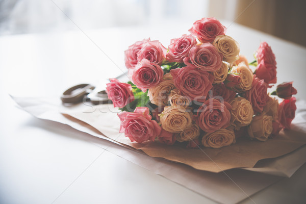 Ramo frescos rosas tijeras edad Foto stock © manera