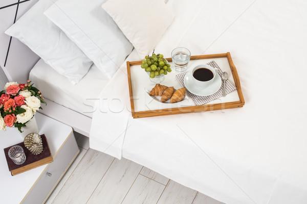 Stock fotó: Reggeli · ágy · tálca · kávé · gyümölcsök · croissantok