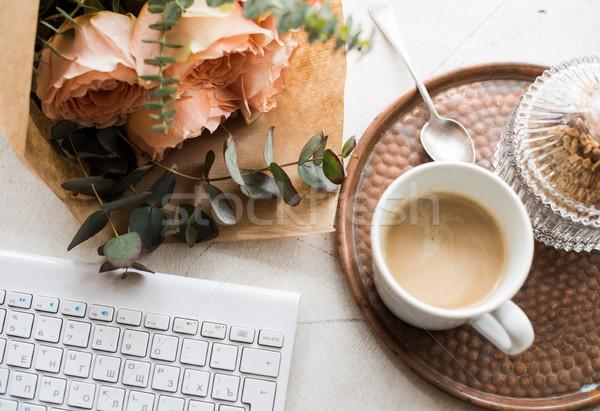 Feminino escritório em casa flores café teclado branco Foto stock © manera