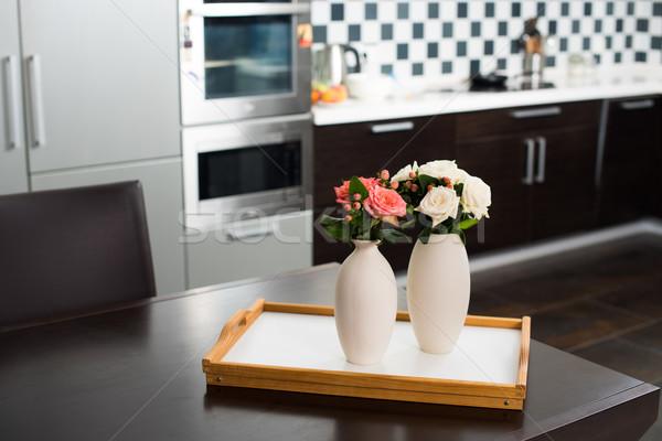 Casa simple jarrón flores mesa Foto stock © manera