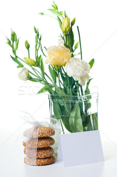 Sarı bisküvi buket lezzetli beyaz çiçekler Stok fotoğraf © manera