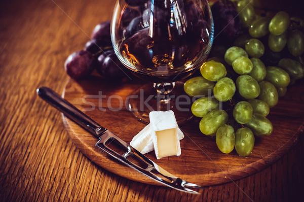 Vidrio brandy uvas cuchillo bordo Foto stock © manera
