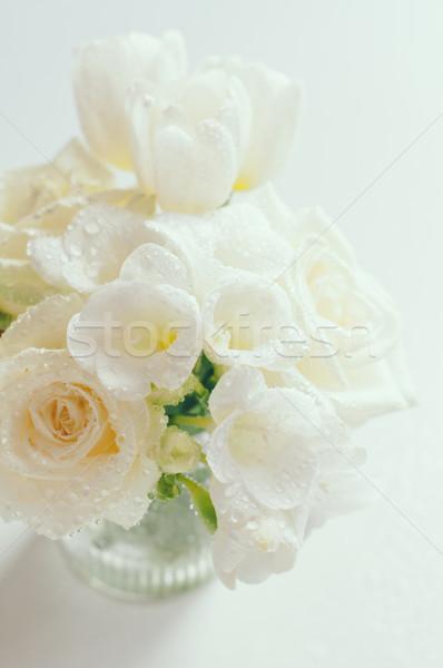 Witte bloemen rozen tulpen druppels bloemen Stockfoto © manera
