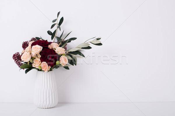 Rosen Vase weiß Innenraum schönen Bouquet Stock foto © manera