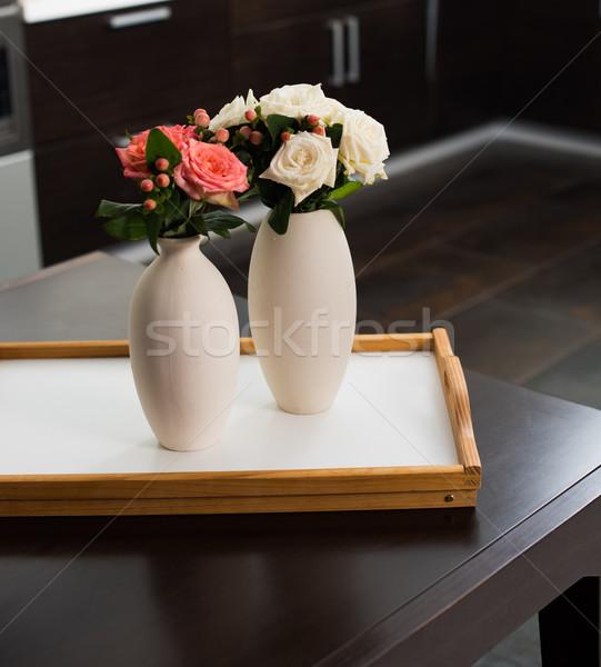 Home Inneneinrichtung einfache Vase Blumen Tabelle Stock foto © manera