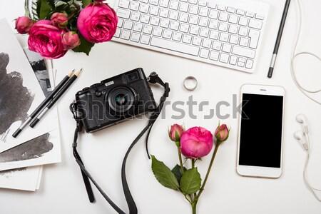 Stock fotó: Billentyűzet · rózsaszín · virágok · fotó · kamera · fehér