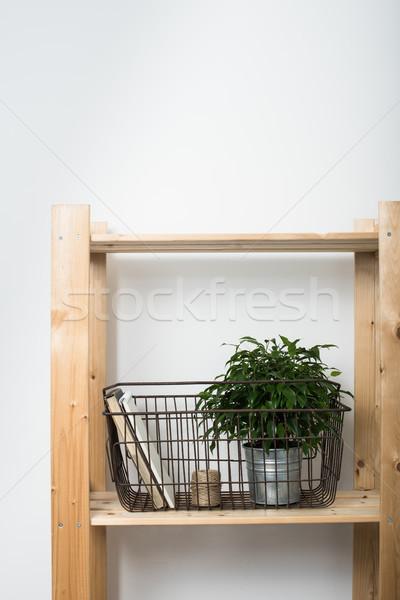 単純な ミニマリスト 家具 木製 シェルフ ホーム ストックフォト © manera