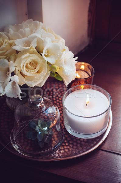 Lakberendezés asztal virágcsokor fehér virágok váza gyertyák Stock fotó © manera