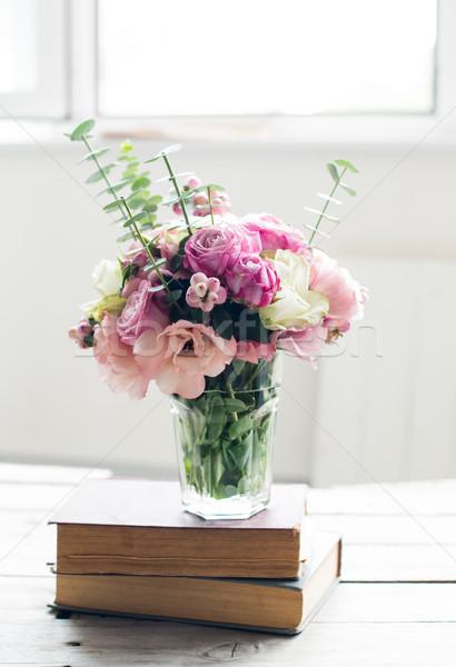 Flores antigo livros elegante buquê rosa Foto stock © manera