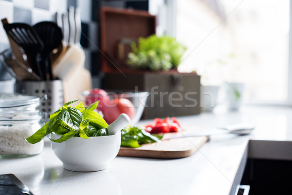 Ingredienti cottura fresche basilico tritato pomodori Foto d'archivio © manera