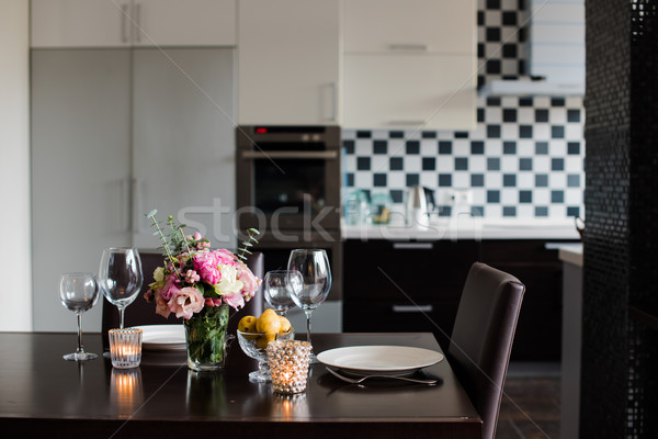 Eettafel ingesteld bloemen kaarsen bril interieur Stockfoto © manera