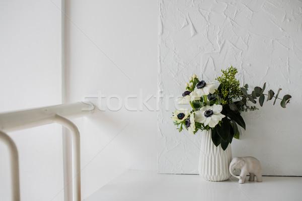 Photo stock: élégante · bouquet · vase · table · blanche · chambre