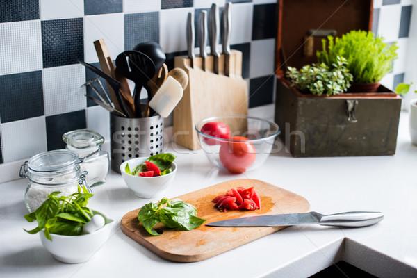 Сток-фото: Ингредиенты · приготовления · свежие · базилик · рубленый · помидоров