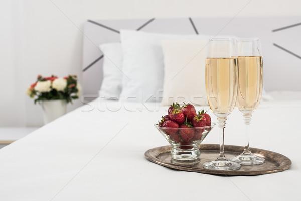Foto stock: Champanhe · cama · quarto · de · hotel · gelo · balde · óculos