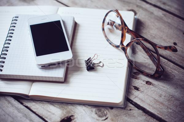 Ev ofis kağıtları okuma gözlükleri Stok fotoğraf © manera