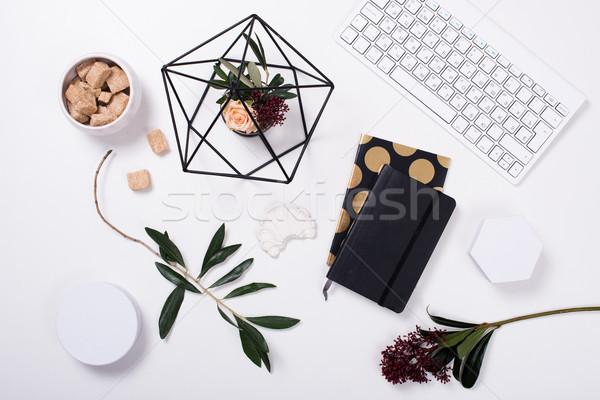 ストックフォト: 白 · フェミニン · ホームオフィス · 装飾 · オブジェクト · オフィス