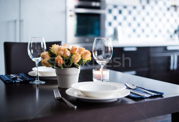 Home tavola semplice fiori occhiali posate Foto d'archivio © manera