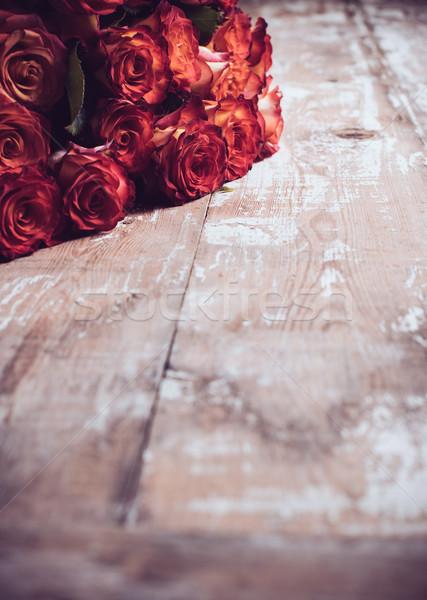 Rózsák öreg fa deszka nagy virágcsokor friss Stock fotó © manera