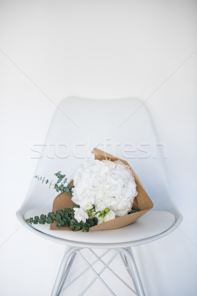 Ramo blanco silla flores casa verano Foto stock © manera