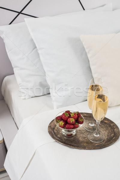 Champanhe cama quarto de hotel gelo balde óculos Foto stock © manera