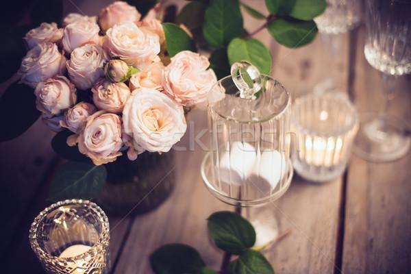 Elegáns klasszikus esküvő asztal dekoráció rózsák Stock fotó © manera