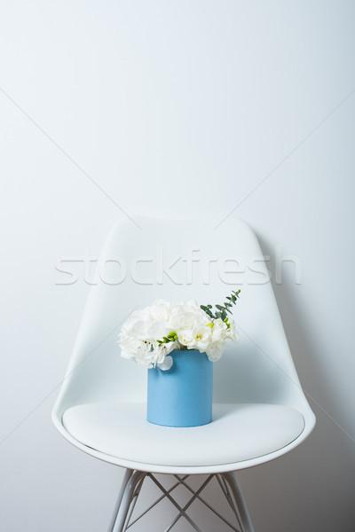 Virágcsokor fehér doboz szék virágok otthon Stock fotó © manera
