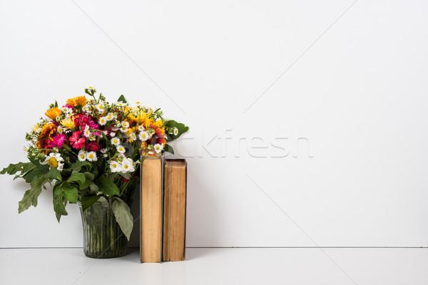 Belső lakberendezés virágok könyvek egyszerű nyár Stock fotó © manera