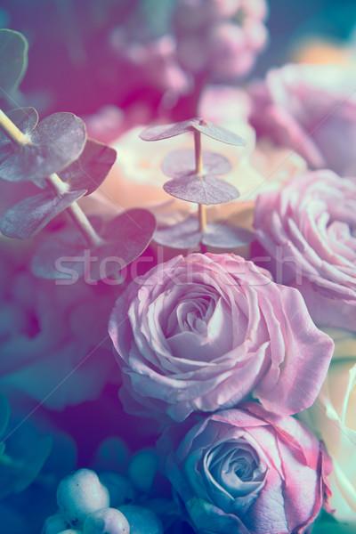 Zarif buket pembe beyaz güller karanlık Stok fotoğraf © manera