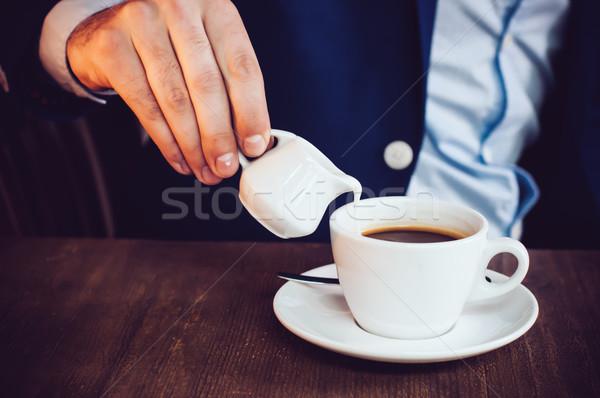 ストックフォト: クリーム · コーヒー · ビジネスマン · 青 · ジャケット · カフェ