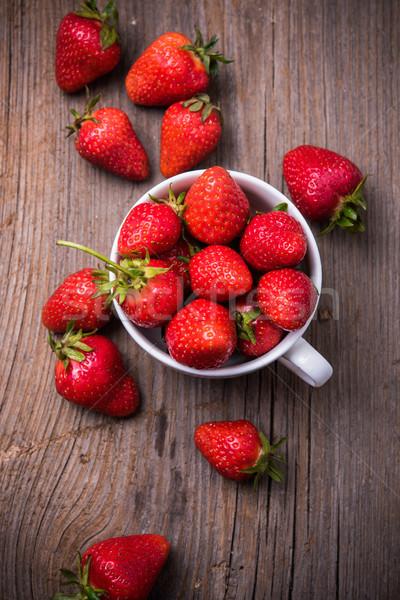 Orgânico morangos branco copo maduro vermelho Foto stock © manera