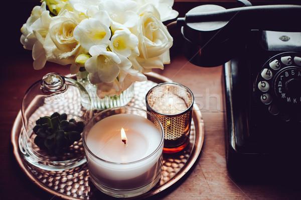 Retro lakberendezés virágcsokor fehér virágok váza gyertyák Stock fotó © manera