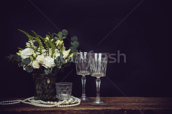Virágcsokor fehér virágok gyöngy gyöngyök borospoharak gyönyörű Stock fotó © manera