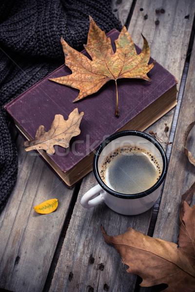 Foto d'archivio: Vecchio · libro · maglia · maglione · tazza · di · caffè · vintage